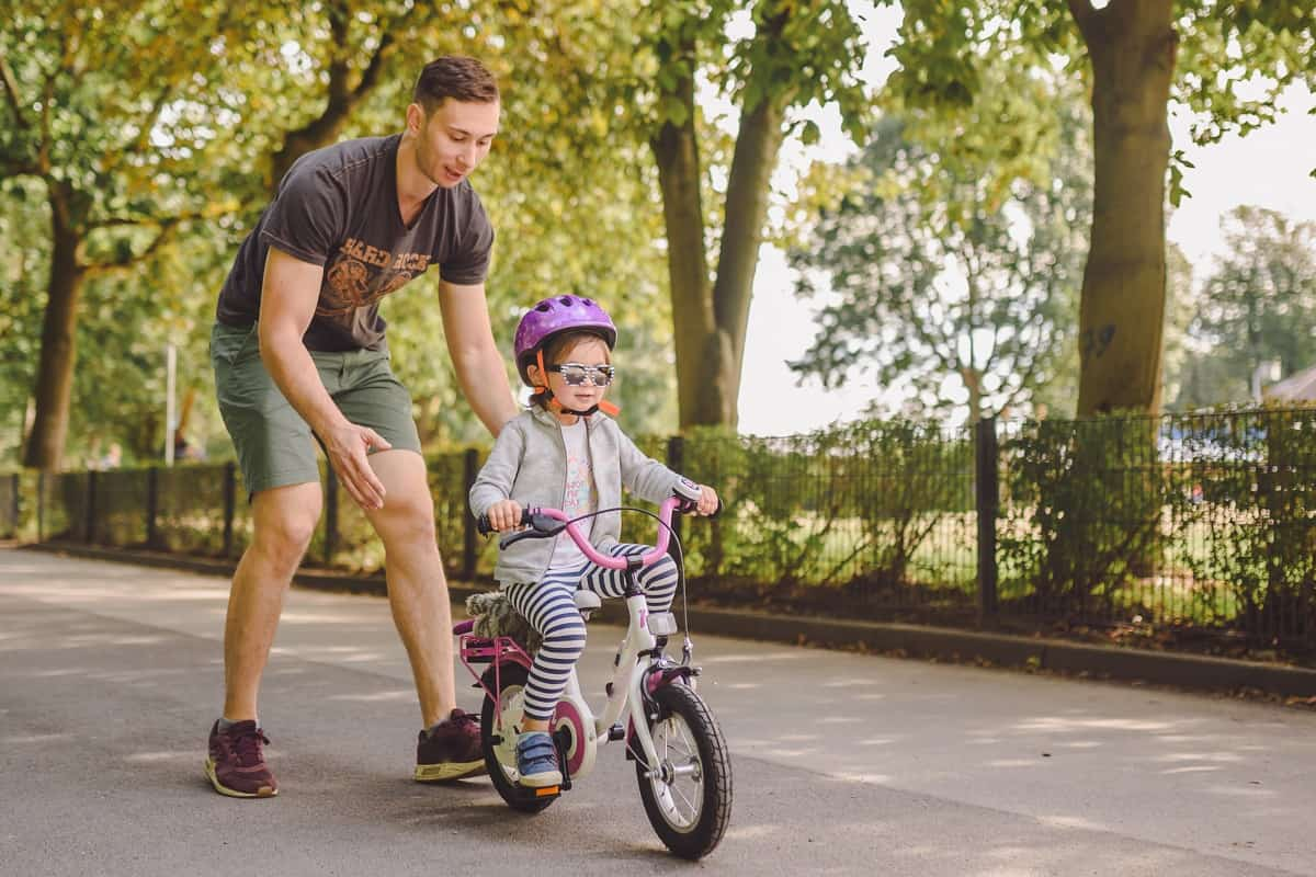 What is the Best Age for Kids to Learn to Ride a Bike - kidsinwheels.com